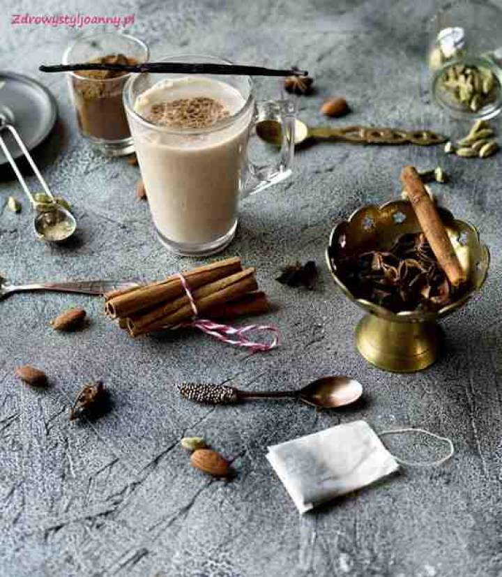 Chai tea latte – rozgrzewająca herbata z przyprawami.
