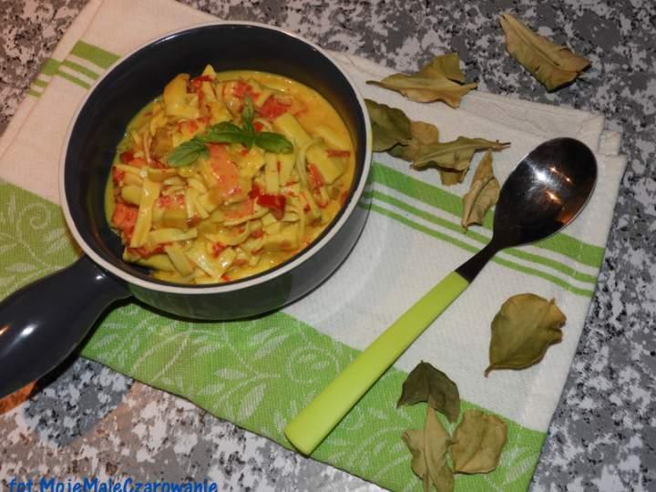 Curry z paluszków krabowych