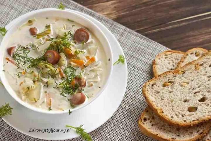 Zupa kapuśniak z kiszonej kapusty.
