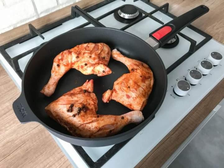 Chrupiące ćwiartki kurczaka z piekarnika