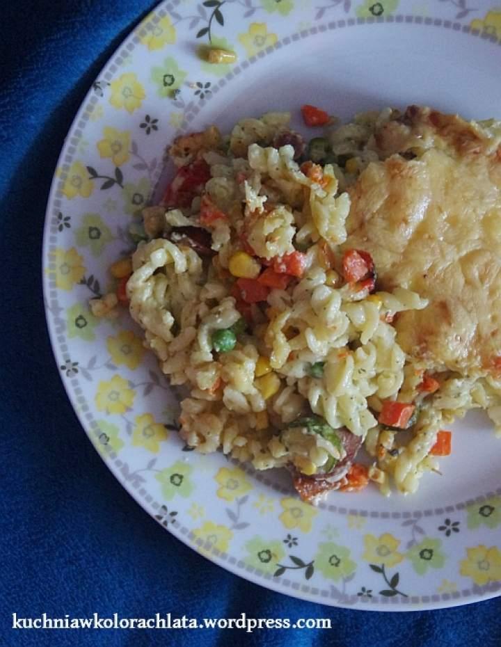 Zapiekanka makaronowa z warzywami i serem