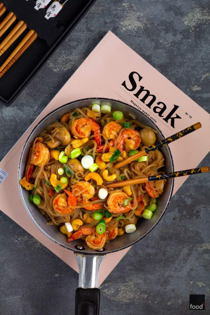 Makaron z krewetkami i orzechami nerkowca w słodko-ostrym sosie