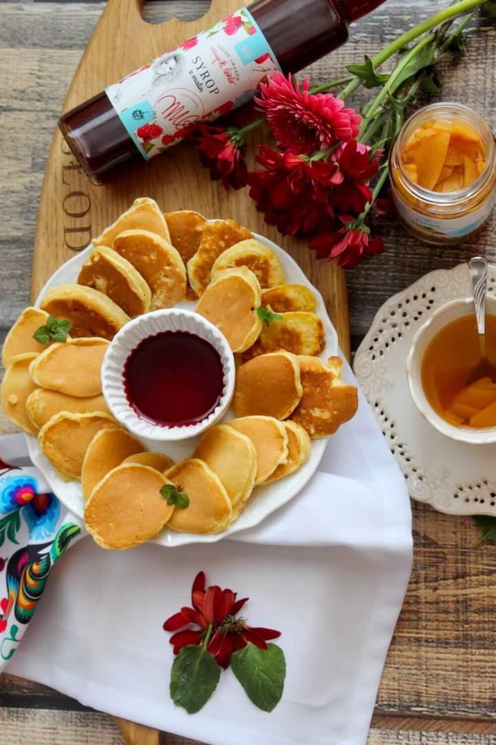 Szybkie mini placuszki i rozgrzewająca herbata z pigwą