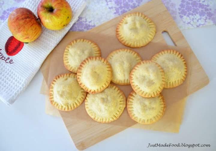 Kruche ciastka z nadzieniem jabłkowym