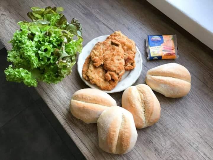 Burgery polskie bułka z kotletem i sos koperkowy