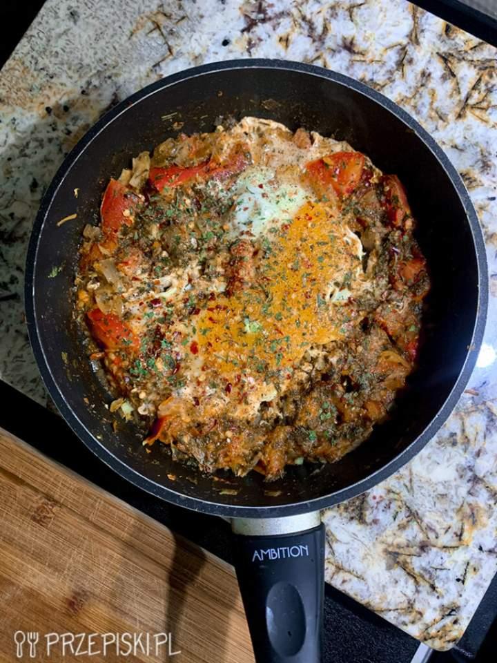 Szakszuka z Pomidorem i Cebulką