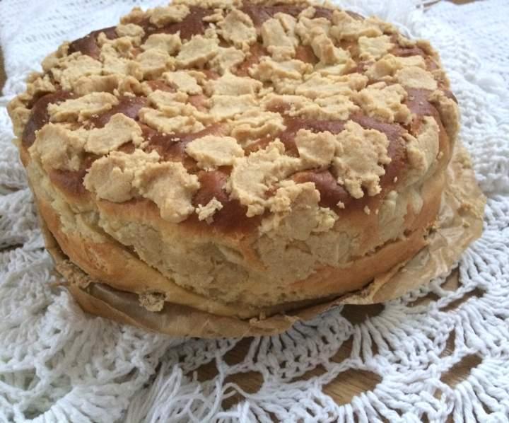 Proste ciasto drożdżowe z kruszonką – pyszna drożdżówka