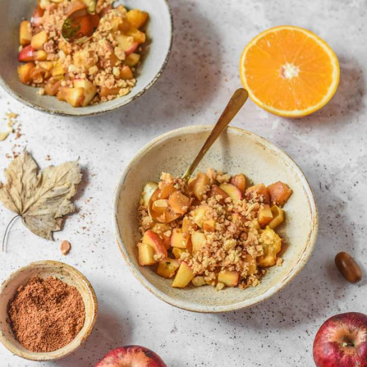 Jabłkowo-pomarańczowe crumble z patelni