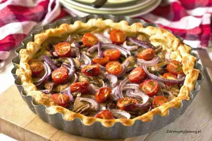 Tarta z pieczarkami i pomidorami.