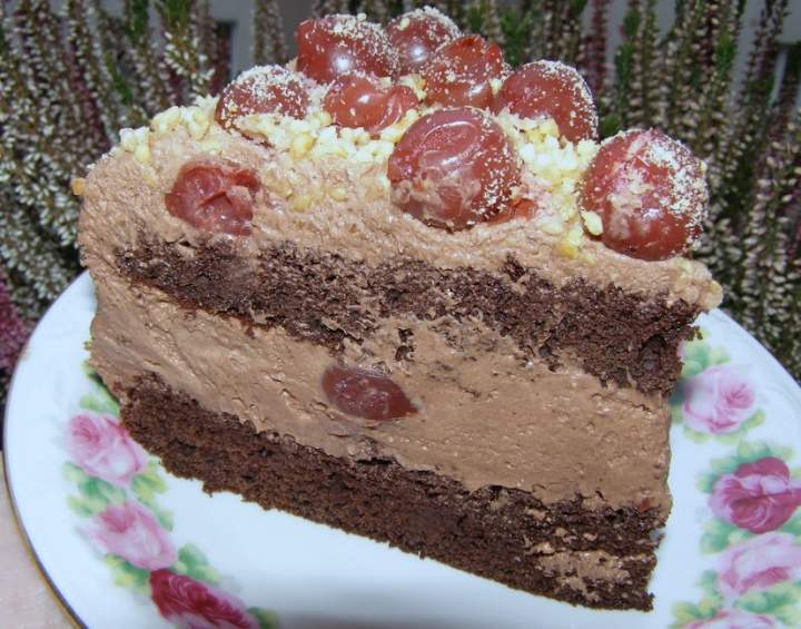 pyszny tort kakaowy z wiśniami…