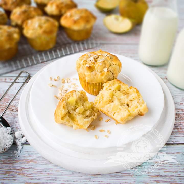 Muffinki jogurtowe z jabłkami i płatkami owsianymi