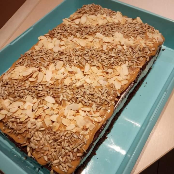Ciasto waniliowo-migdałowe z prażonym słonecznikiem