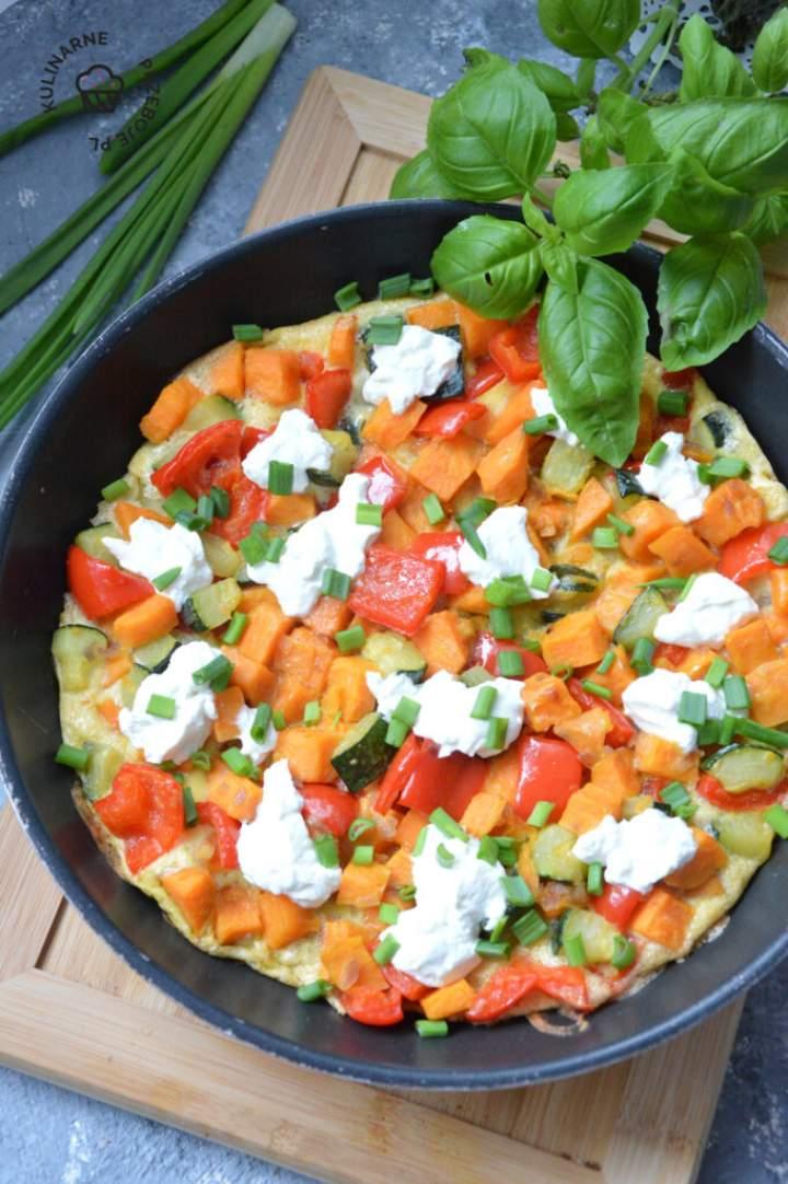 Frittata z warzywami i kozim serkiem