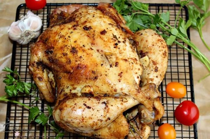 Kurczak z solanki pieczony w całości na ruszcie