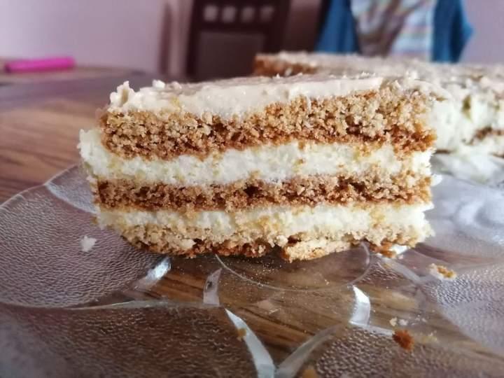 Dziś przetestowane zostało ciasto na święta -Stefanka czyli dla naszej rodzinki pyszny miodownik.