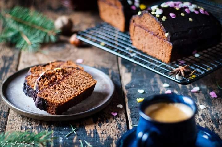 Piernik czekoladowy z orzechami