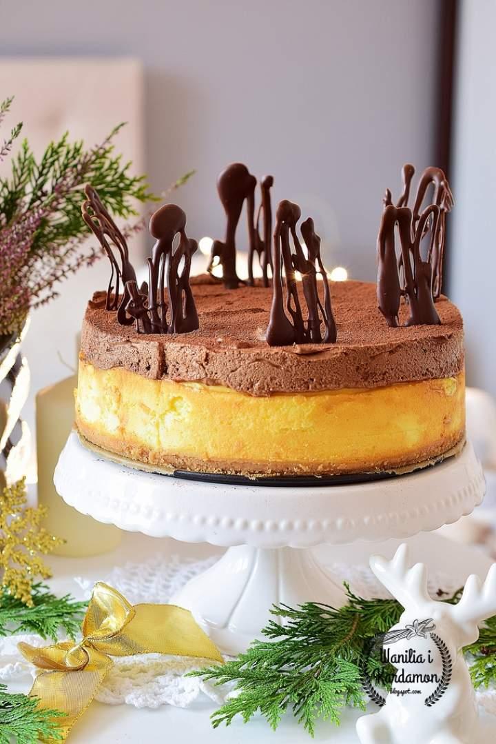Śmietankowy sernik na ciasteczkowym spodzie z czekoladowym musem