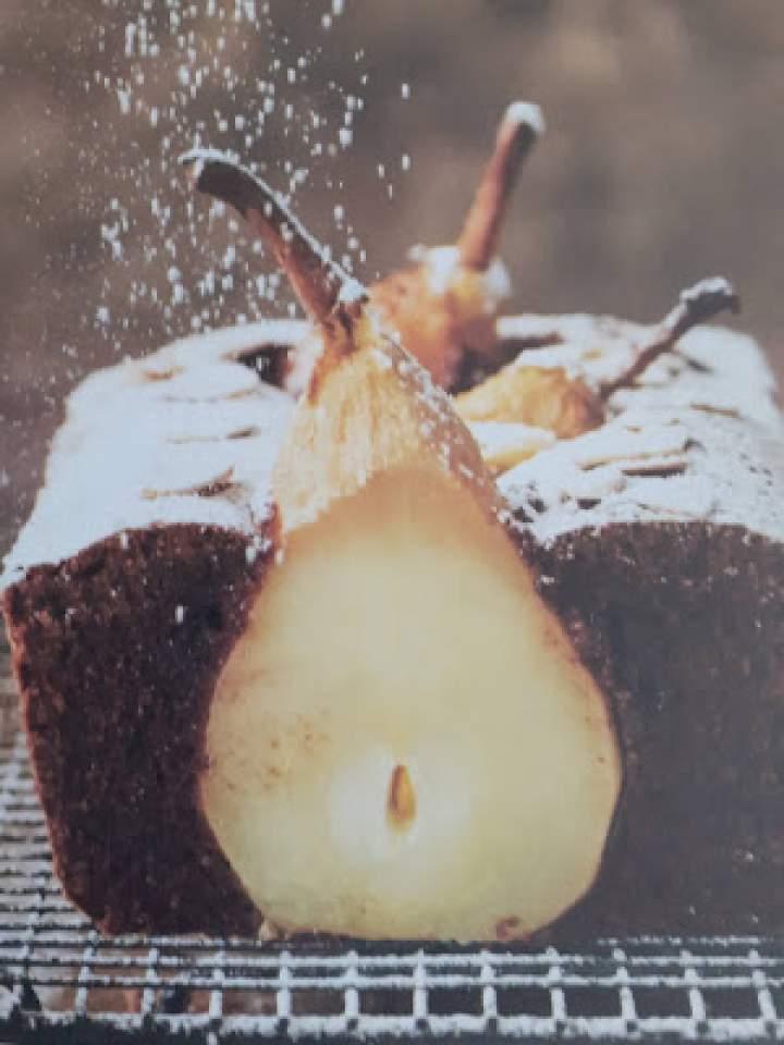 Ciasto czekoladowe z gruszką,migdałami i skórką z pomarańczy