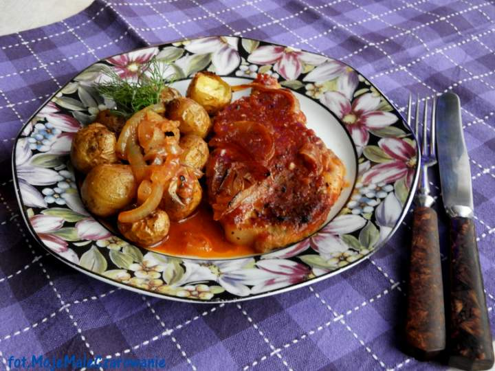 Karkówka pieczona w sosie pomidorowym
