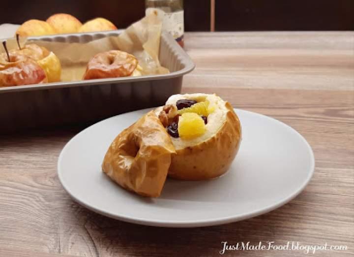 Pieczone jabłka z bakaliami, pomarańczami i miodem