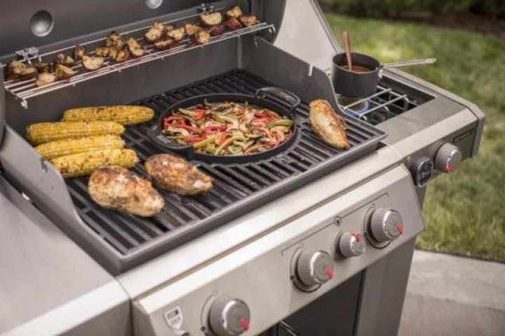 Grill gazowy a grill węglowy. Czy warto zdecydować się na zakup grilla gazowego?