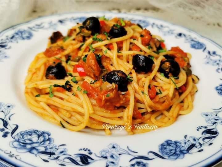 Spaghetti alla puttanesca – czyli makaron ladacznicy