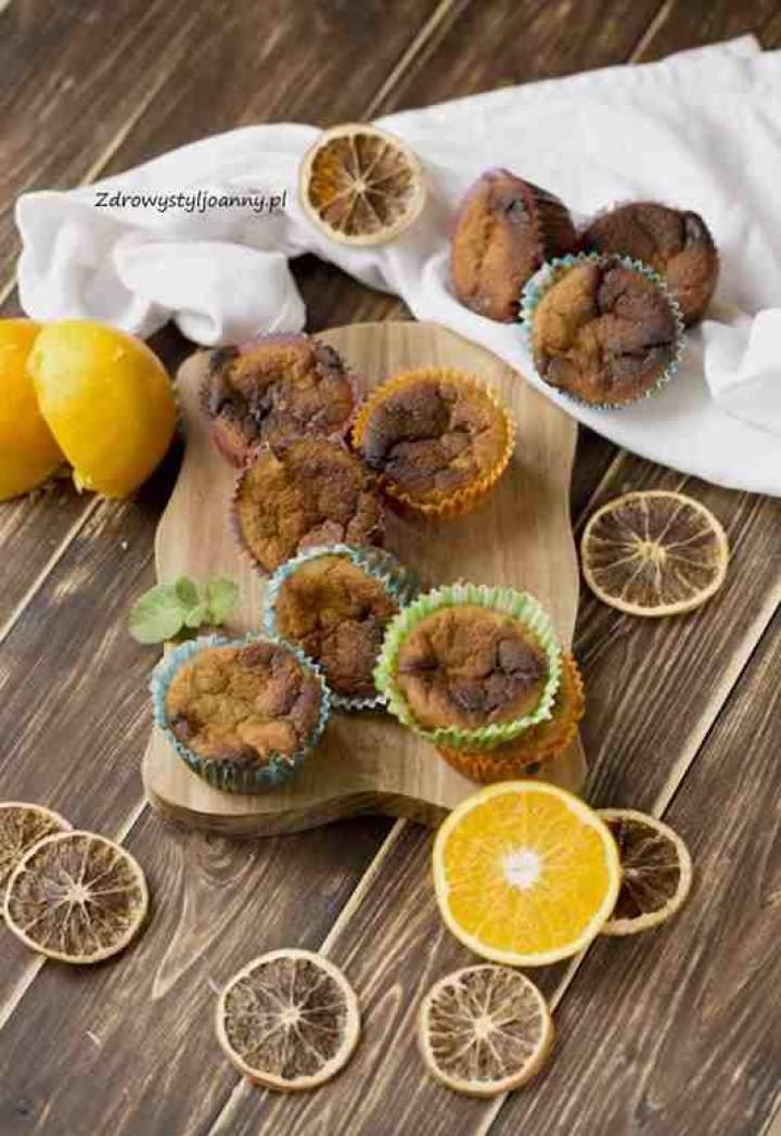 Muffinki pomarańczowe z białą czekoladą.