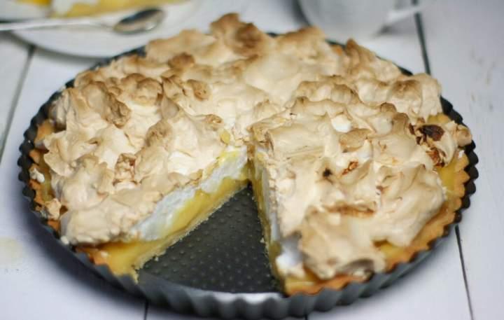 Tarta z lemon curd i bezą – przepis