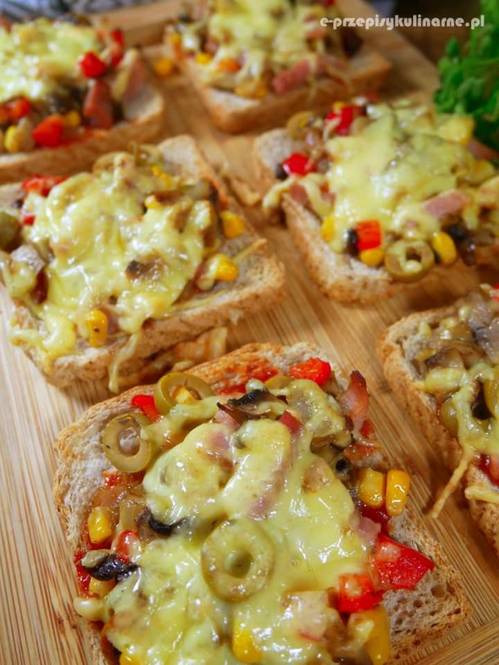 Tosty à la pizza – pyszne kanapki na ciepło