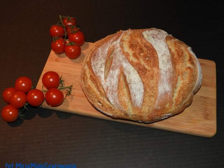 Chleb bez wyrabiania z garnka żeliwnego