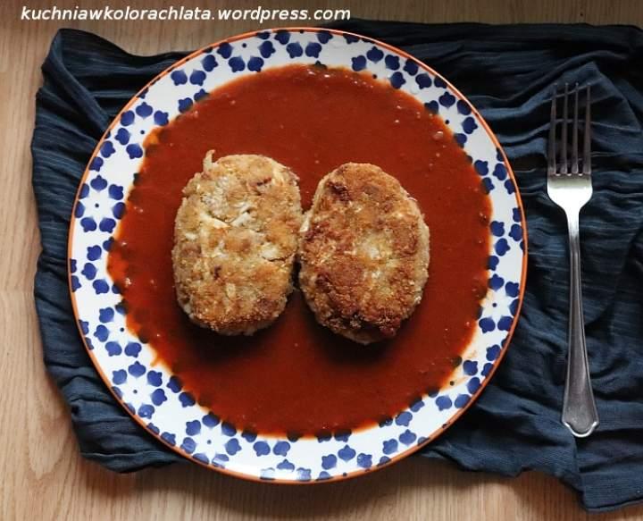 Gołąbki siekane w sosie pomidorowym
