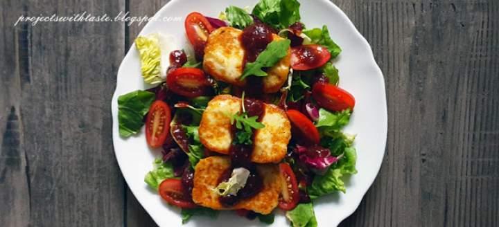 Ser halloumi z sosem żurawinowym / Halloumi cheese with cranberry sauce