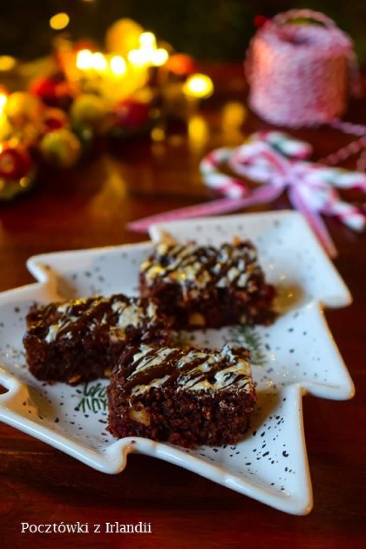 Ciasto w słoiku: Brownie z kandyzowanymi wiśniami