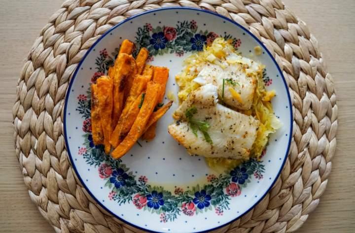 Ryba pieczona z kapustą kiszoną