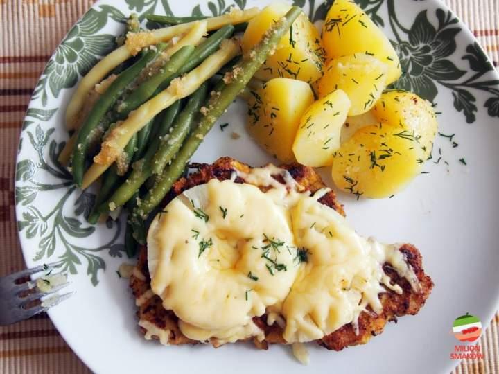 Kotlet schabowy z ananasem i serem