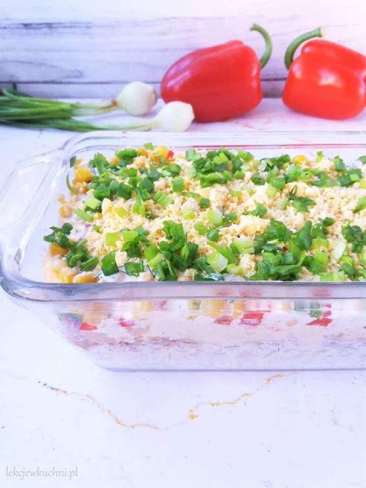 Warstwowa sałatka z tuńczykiem i ryżem / Layered Tuna Salad with Rice