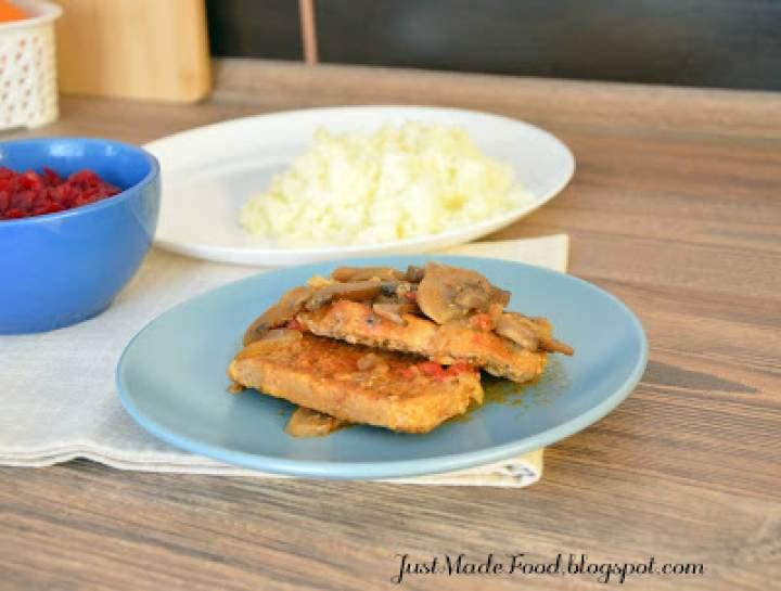 Obiadowy schab w sosie z pieczarkami