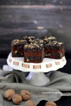 Makowiec na biszkopcie kakaowym