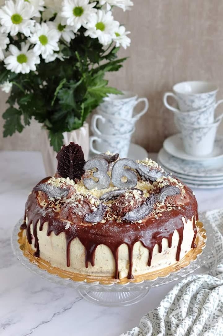 Tort śmietankowo – czekoladowy z wiśniami w galaretce