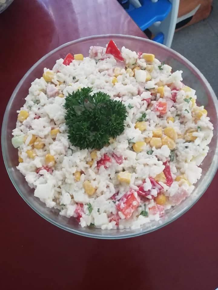 Sałatka ryżowa z szynką