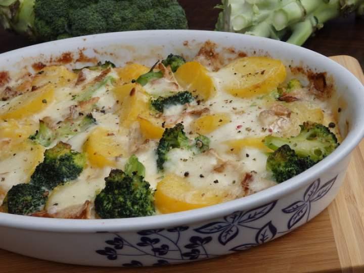 Zapiekanka ziemniaczano-brokułowa z camembertem