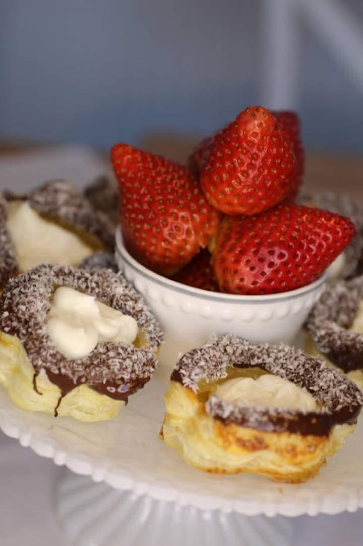 Walentynkowe słodkości z ciasta francuskiego.