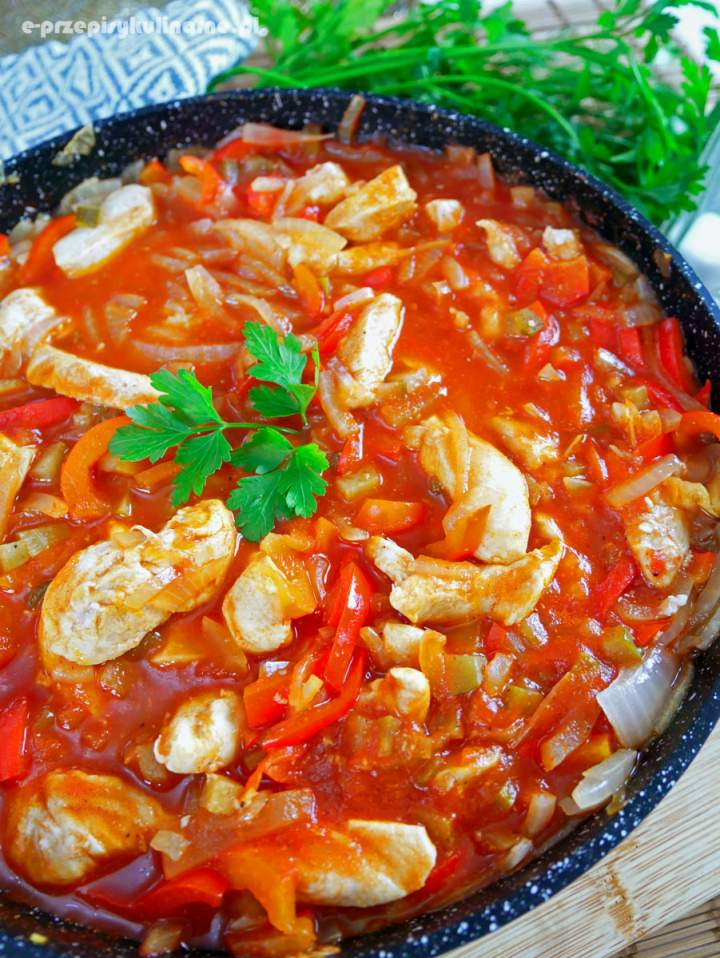 Kurczak po cygańsku – szybki przepis na obiad