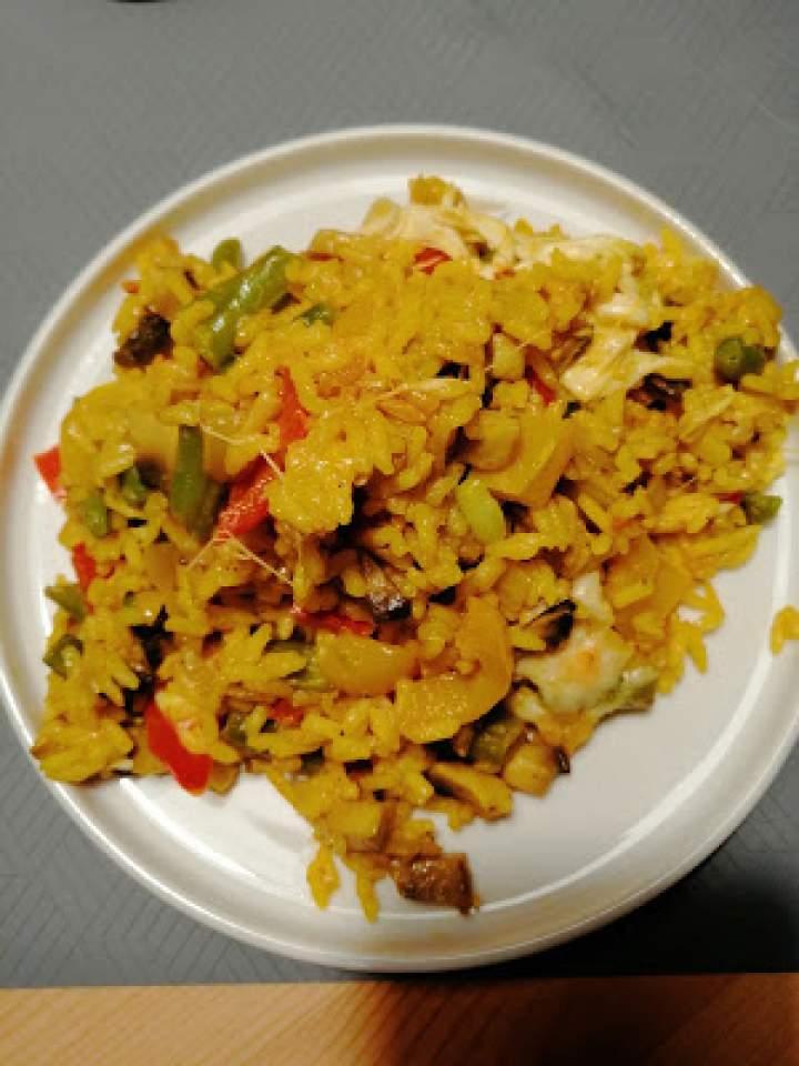 Zapiekany ryż curry z warzywami i serem
