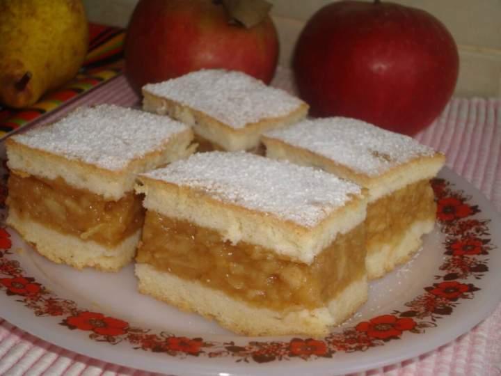 Ciasto z białek z jabłkami i budyniem