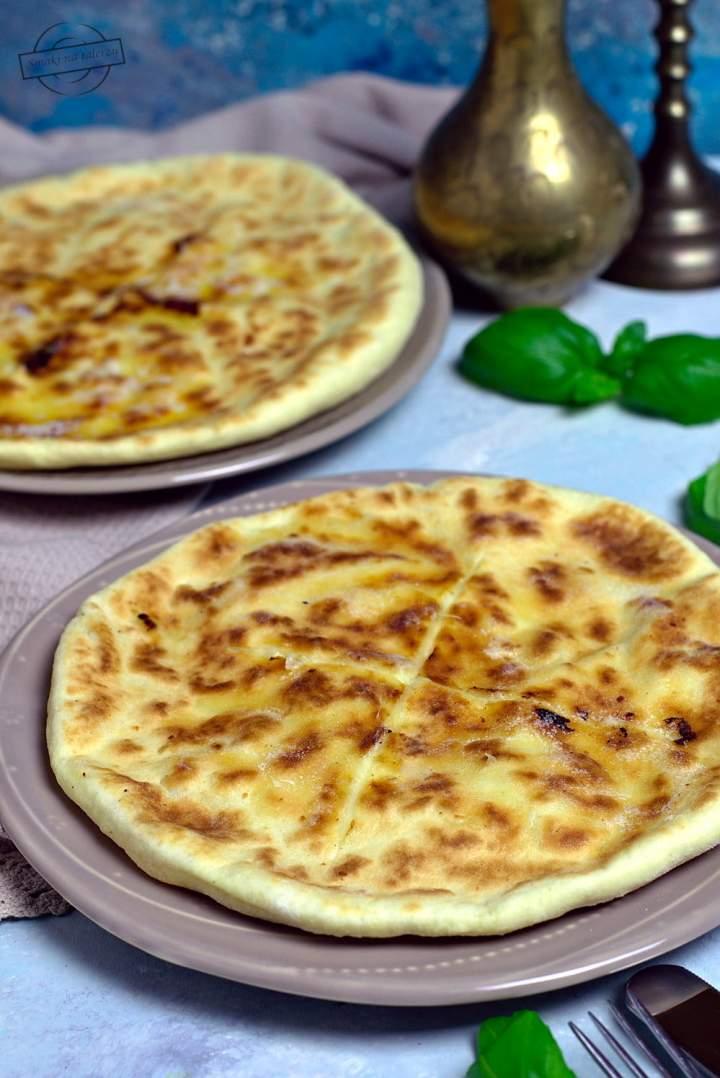 Chaczapuri – serowe chlebki