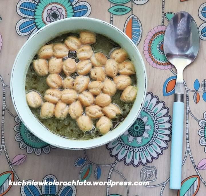Zupa z cukinii z bazyliowym pesto