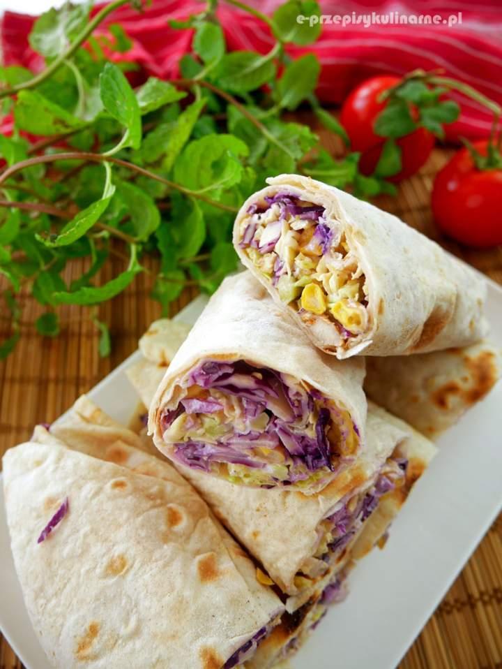Tortilla kebab z kurczakiem i czerwoną kapustą