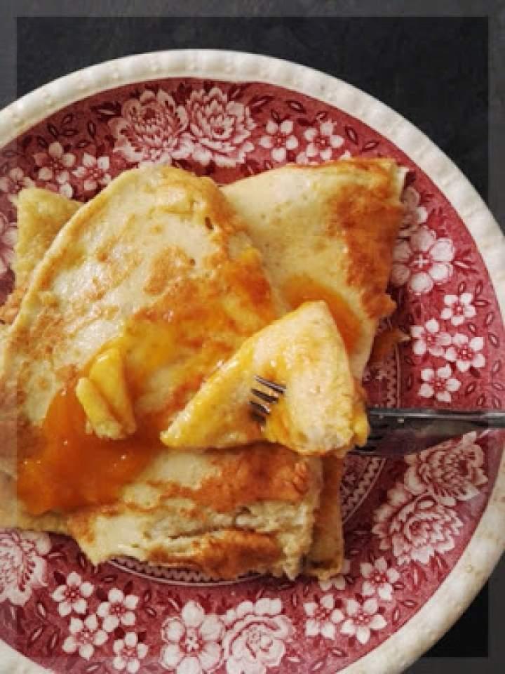 Omlet z cynamonem z brzoskwiniami