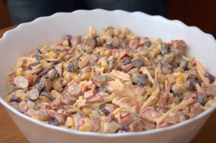 Sałatka z kabanosów